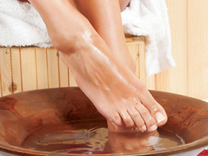 Ngâm chân và xoa bóp huyệt đạo bàn chân cực kỳ tốt cho sức khỏe