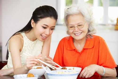 Sức khỏe dẻo dai nhờ 6 nguyên tắc ăn uống cho người già hình 3