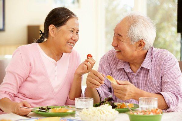 Sức khỏe dẻo dai nhờ 6 nguyên tắc ăn uống cho người già